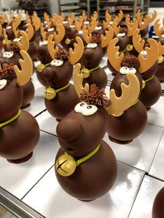Sign in or sign in to view - Christmas Chocolates, Christmas Cake Pops, Christmas Sweets, Chocolate Cube, Easter Chocolate, Homemade Chocolate, Decoration Patisserie, Dessert Decoration, Chocolate Showpiece