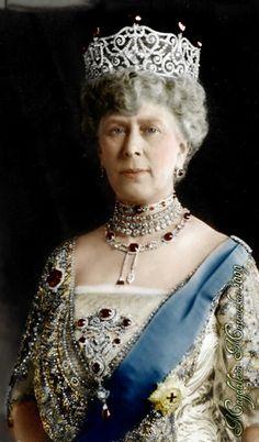 Queen Mary. Grandma of Queen Elizabeth The II.