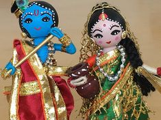 Magnifique Radha Krishna poupées pour n'importe quelle occasion. Radha et Krishna sont connus pour leur amour divin. Il serait donc un cadeau parfait pour la Saint Valentin et anniversaire de mariage. Ces poupées sont 51/2 de haut et placés sur une 1/2 d'épaisseur base solide et