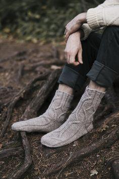 Sukan varressa risteilevät salmiakinmuotoiset palmikot toistetaan sukan terässä. Näyttävät palmikkokuviot täytetään ainaoikeinneuleella. #knittingpatterns #pattern #yarn #wool #novita #knittingideas #nordic #handmade #knitfashion #knitting #knit #socks #woolsock #knittedsocks #villasukka Knit Crochet, Knitting, Boots, Fashion, Crotch Boots, Moda, Tricot, Fashion Styles, Breien