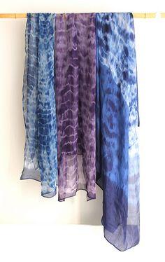La Boutique Extraordinaire - Mode et Œuvres d'art textiles - 67, rue Charlot à PARIS ( FRANCE) -  Ysabel de Maisonneuve Etoles en crêpe de soie teintes à la main