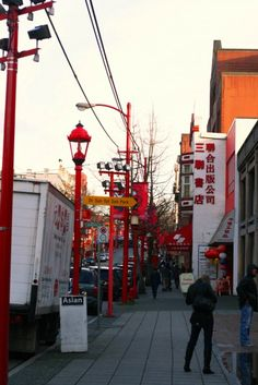 Love the red street lights!