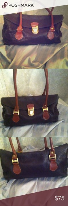 Valentino Purse Beautiful brown leather with expandable sides, and nice gold hardware, wonderful quality piece perfect short shoulder bag! Valentino Bags Shoulder Bags