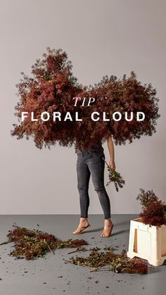 Invite the wow to your dining table with this floral cloud, perfect for the imperfect florals trend. Making it is easier than you think with our decor DIY guide. #diyguide #diy #florals #dining #diningtable #diningtabledecoration #diydecoration #dinnerseason #boconcept #flowercloud #floralcloud Hanging Flower Arrangements, Hanging Flowers, Floral Arrangements, Lustre Floral, Floral Wedding, Wedding Flowers, Flower Installation, Floral Chandelier, Arte Floral