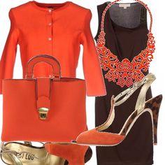 L'arancio è un colore che mette buonumore, abbinato al vestito marrone con spalline asimettriche risalta ancor di più. I sandali hanno tacco altissimo con motivo maculato, la borsa a mano ha fibia gioiello e una collana che ricorda il corallo. Per i primi freschi la giacchina cardigan completa l'outfit.