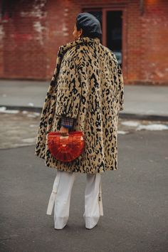 42 Evening Looks Trending Today – Fashion New Trends Cool Street Fashion, Street Style, Leopard Fur Coat, Fashion Week 2018, Fashion Weeks, Sophisticated Outfits, Style Outfits, Trending Today, Vogue