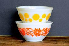 Crown Pyrex: pair of mixing bowls