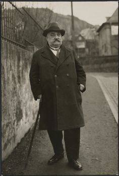 Traveling business man, Rhineland (Reisender Kaufmann, Rheinland); August Sander (German, 1876 - 1964); 1930; Gelatin silver print; 23.5 x 15.9 cm (9 1/4 x 6 1/4 in.); 84.XM.126.145; Copyright: © J. Paul Getty Trust