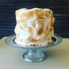 Homemade meringue cake