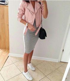 Si tienes ganas de un look femenino y casual a la vez, ¡entonces debes optar por vestirte con faldas pegaditas! Pero si no sabes muy bien cómo es que las podrías combinar, te dejo por aquí unas ideas que te inspirarán a agregar más de ellas a tu guardarropa, ¡te encantarán! ¡Con una playera casual […]
