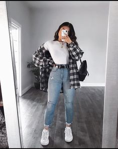 OOTD😍♥️Yayy or Nayyy? Swipe up to see the whole outfit.OOTD😍♥️Yayy or Nayyy? Swipe up to see the whole outfit. Trendy Fall Outfits, Cute Comfy Outfits, Casual Winter Outfits, Winter Fashion Outfits, Retro Outfits, Look Fashion, Stylish Outfits, Winter Dresses, Casual Summer