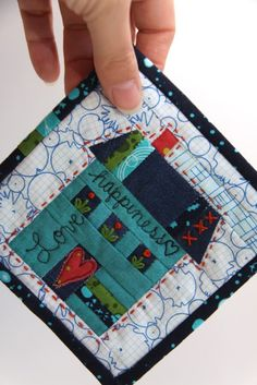 """House quilts - quilt block or mug rug - House quilts really appeal to us, maybe because """"home is where the heart is."""" With a total of 56 free quilt and block patterns. which hous. House Quilt Patterns, House Quilt Block, Mug Rug Patterns, House Quilts, Fabric Houses, Quilt Patterns Free, Quilt Blocks, Free Pattern, Shirt Patterns"""