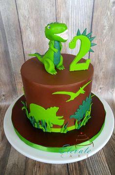 Fondant dino silhouettes (hand cut) and modeling chocolate/fondant figure. Dinasour Birthday Cake, Dinasour Cake, 4th Birthday Cakes, Dinosaur Birthday Party, 1st Boy Birthday, Dinosaur Cakes For Boys, Dino Cake, Novelty Cakes, Savoury Cake