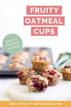 Oats baked with fruit in mini muffin trays to make a healthy, handheld breakfast or kids' snack. Also great for blw (baby-led weaning) rezepte mittagessen baby 1 jahr baby 10 monate baby led weaning Oatmeal Bites, Baked Oatmeal Cups, Baby Breakfast, Breakfast Bites, Blw Breakfast Ideas, Baby Led Weaning Breakfast, Baby Weaning, Breakfast Muffins, Mini Muffins