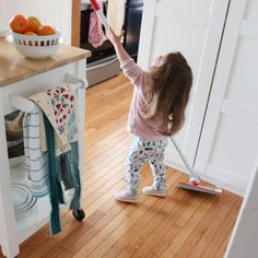 How to Get your Kids involved in Household Chores - DIY Passion Good Habits For Kids, Chores For Kids, Diy Cleaning Products, Cleaning Hacks, Cleaning Checklist, Cleaning Recipes, Cleaning Solutions, Daily Shower Spray, Clear Plates