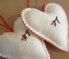 Scandinavian Christmas Hearts - Cream wool - Set of two Scandinavian Christmas Ornaments, Norwegian Christmas, Decor Scandinavian, Felt Christmas Decorations, Nordic Christmas, Felt Christmas Ornaments, Christmas Makes, Danish Christmas, Candle Decorations