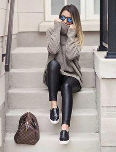 Leggings Aus Leder-Long-Pullover-Kombination