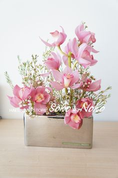 Soho & Noho Welcome to Paragon points! Flower Vase Design, Flower Designs, Table Flowers, Flowers Vase, Flowers In Hair, Wedding Flower Arrangements, Floral Arrangements, Pink Orchids, Spring Bouquet