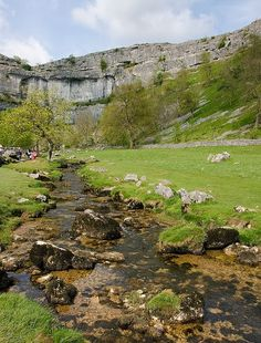 (via Portals & Places / Malham Cove, Yorkshire Dales) Yorkshire England, Yorkshire Dales, North Yorkshire, England And Scotland, England Uk, British Countryside, Places Of Interest, British Isles, The Great Outdoors