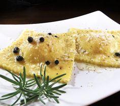 Ravioli con Asiago, patate, pere e timo, conditi con burro al profumo di ginepro.--VENETO:Il formaggio Asiago -DOP-Prodotto Made in Italy- -------------------------------------------------- #Expo2015 #WonderfulExpo2015 #ExpoMilano2015 #Wonderfooditaly #MadeinItaly #slowfood #FrancescoBruno www.blogtematico.it/ frbrun@tiscali.it
