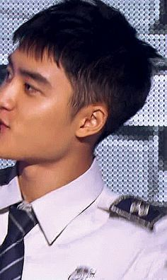 kyungsoo: yes officer, that man stole my heart! Kyungsoo, Black Pink Songs, Chansoo, Exo Ot12, Baby Penguins, Kim Min Seok, Do Kyung Soo, Park Chanyeol, What Is Life About