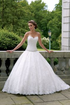 Sweetheart Chapel Train Natural Waist Sleeveless Lace Ball Gown Wedding Dress - Shedressing.com