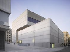 Barceló Market, Library and Sports Hall / Nieto Sobejano Arquitectos © Roland Halbe