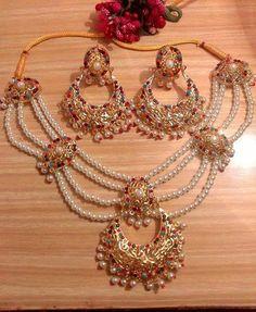 Reminds one of the Mughals. Pakistani Jewelry, Indian Wedding Jewelry, Bridal Jewelry, Gold Jewelry, Bridal Necklace, Necklace Set, Hyderabadi Jewelry, Stylish Jewelry, Fashion Jewelry