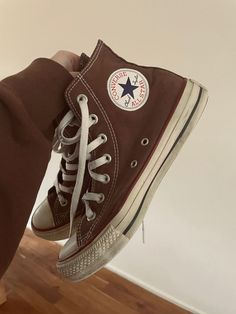 Dr Shoes, Swag Shoes, Cute Shoes, Me Too Shoes, Mode Converse, Brown Converse, Converse Shoes, Cute Outfits For School, Cute Casual Outfits