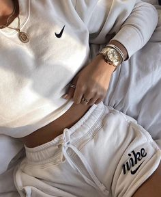 Outfit of the day Yes or No? Give your opinion Credit to: Cute Lazy Outfits, Chill Outfits, Sporty Outfits, Nike Outfits, Retro Outfits, Stylish Outfits, Running Outfits, Comfortable Outfits, Cozy Outfits