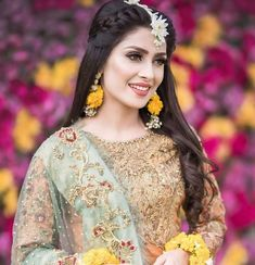 Large Forehead Hairstyles, Mehndi Outfit, Profile Picture For Girls, Ayeza Khan, Pakistani Actress, Girls Dpz, Moon Art, Wedding Goals, Celebs