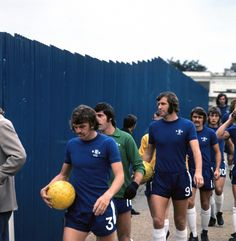 Soccer - Football League Division One - Chelsea v Leeds United - Stamford Bridge (L-R) Chelsea's Eddie McCreadie, Peter Bonetti, Peter Osgood, Charlie Cooke and Alan Hudson walk out for the opening match of the season Ref Date: Chelsea Football, Chelsea Fc, Football Soccer, Peter Bonetti, Stamford Bridge, Leeds United, Great Team, Poster Size Prints, The Unit