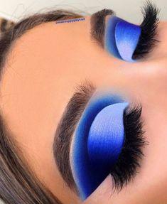 The Best Eyeshadow Looks featuring Jeffree Star's Blue Blood Palette - BeautyVelle Blue Eyeshadow Makeup, Blue Eyeshadow Looks, Blue Makeup Looks, Best Eyeshadow, Eye Makeup Art, Colorful Eye Makeup, Colorful Eyeshadow, Blue Eyeshadow Palette, Crazy Eye Makeup