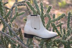 Vintage Beatle Boots / Ivory Boyfriend Rocker Leather Ankle Flat Boots / Womens size 7.5 / Mens Size 6