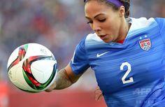女子サッカーW杯カナダ大会・グループD、米国対スウェーデン。ボールを追う米国のシドニー・ルルー(2015年6月12日撮影)。(c)AFP/JEWEL SAMAD ▼13Jun2015AFP|米国とスウェーデンはスコアレスドロー、女子サッカーW杯 http://www.afpbb.com/articles/-/3051525 #2015_FIFA_Womens_World_Cup #Group_D_United_States_vs_Sweden