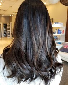 3 mentions J'aime, 1 commentaires – Michelle N. Hairstylist (@hairbyem.n) sur Instagram : « It's good to back at work =) espresso balayage. Ugh love this color. Makes me want to color my hair… »