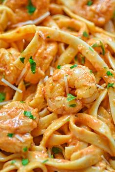 I woulf make it wiyh chicken! Rich and creamy, hearty and so flavorful, this Shrimp Fettuccine with Roasted Pepper Sauce tastes better than a restaurant-cooked meal. Made in under 30 minutes! Shrimp Recipes For Dinner, Fish Recipes, Seafood Recipes, Pasta Recipes, Cooking Recipes, Healthy Recipes, Recipe Pasta, Sauce Recipes, Shrimp Fettuccine