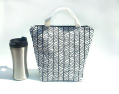 Reusable lunch bag for women / Waterproof lunch tote / Food bag / Black and white work lunch bag / Sac a lunch / Modern lunch tote