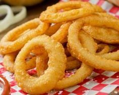Onion rings (beignets d'oignons) au four – Yahphey Porter Homemade Onion Rings, Baked Onion Rings, Onion Rings Recipe, Empanada, Tapas, Cooking Venison Steaks, Fingers Food, Baked Onions, Great Recipes