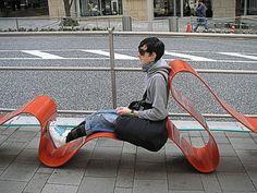 mobilier urbain, la chaise longue ondulante