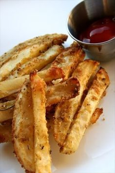 Oven Baked Parmesan Seasoned Fries - These fries ROCK plain and simple!, Favorite Recipes, Oven Baked Parmesan Seasoned Fries - These fries ROCK plain and simple! Think Food, I Love Food, Good Food, Yummy Food, Fun Food, Parmesan Fries, Parmesan Potatoes, Garlic Parmesan, Garlic Salt