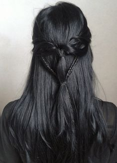 jet black hair is my absolute favorite it's agony when my hair isn't that shade Pretty Hairstyles, Braided Hairstyles, Black Hairstyles, Witchy Hairstyles, Braided Locs, Fringe Hairstyle, Dance Hairstyles, Layered Hairstyles, Bridal Hairstyle