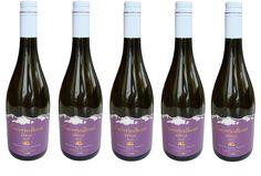 NOVINKA v našej ponuke: ČUČORIEDKOVÉ VÍNO ...............www.vinopredaj.sk ..............  Ochutnajte ovocné vína z našej ponuky.  Čučoriedkové víno je tmavofialovej farby, vďaka zrelosti plodov ponecháva si dominantnú ovocnú chuť.  Je bohaté na triesloviny a antioxidanty, kyseliny a minerálne látky  V ústach zanecháva lahodnú chuť čučoriedok pretkanú jemnou vôňou ihličnatých stromov.  #cucoriedkove #cucoriedkovevino #ovocnevino #blueberries #wine #vino #wein #boruvkove #boruvkovevino…