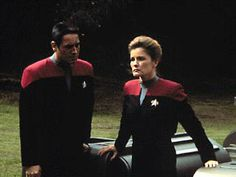 Resolutions ST:VOY s2e25 - Chakotay and Janeway are left behind on a planet after they get some nasty disease