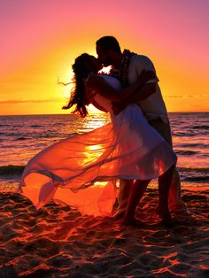 Maui sunsets make the best beach wedding photos! wedding pictures Maui sunsets make the best beach wedding photos! Sunset Beach Weddings, Beach Wedding Photos, Beach Wedding Photography, Sunset Wedding, Romantic Photos, Couple Photography Poses, Wedding Pictures, Wedding Kiss, Photography Tips