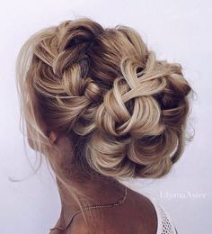 Check out these 12 amazing and gorgeous hair updo ideas for women with short hair. updo Ideas for short hair updo Peinado Updo, Braided Hairstyles For Wedding, Braided Updo, Bun Braid, Bridal Hairstyles, Bun Updo, Medium Length Wedding Hairstyles, Bun Curls, French Braid Updo