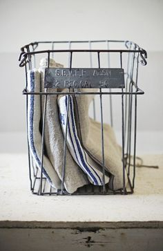 wire basket with grain sack towels. Industrial Chic, Vintage Industrial, Industrial Farmhouse, Decoration Palette, Metal Baskets, Vintage Baskets, Grain Sack, Linens And Lace, White Linens