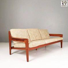 Dänisches Teaksofa von Arne Wahl Iversen. Jetzt bei www.19west.de. Mehr Info in unserer Instagram Bio. Wir lesen hier selten die Kommentare. Bitte schickt eine Mail an info@19west.de. #19west #vintage #design #furniture #möbel #designklassiker #fifties #sixties #seventies #modernist #midcentury #wohndesign #vintagemöbel #vintagedesign #retromöbel #zuverkaufen #teak #danishdesign https://ift.tt/2tgNuAU