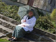 Grand mère à l'ombrelle