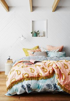 Custom designs are always a great way to go when it comes to contemporary bedroom colors, but so are contrasting colors on a matching color palette. Bedroom Color Schemes, Bedroom Colors, Bedroom Sets, Home Decor Bedroom, Bedroom Furniture, Colourful Bedroom, Design Bedroom, Furniture Plans, Bedroom 2018